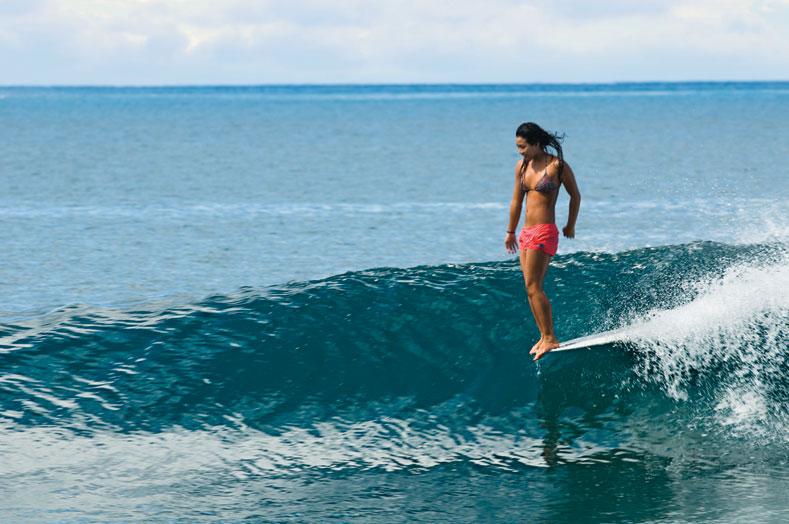 サーフィン上手い女の子
