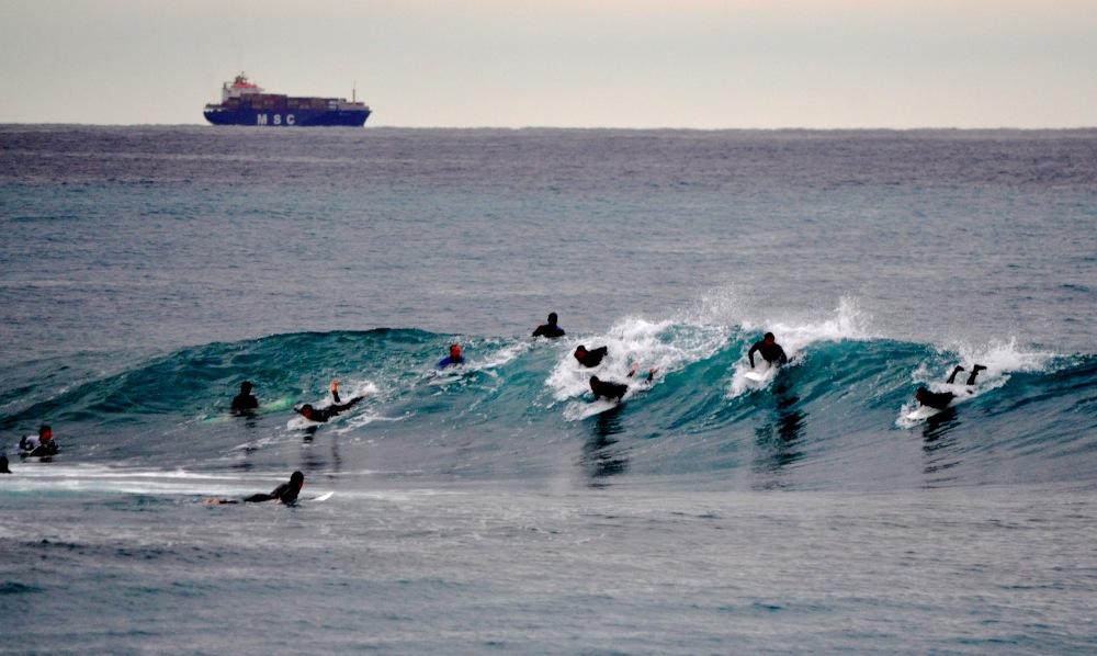 波の取り合い