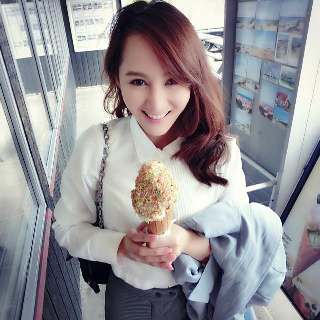 アイスクリーム売りの女性