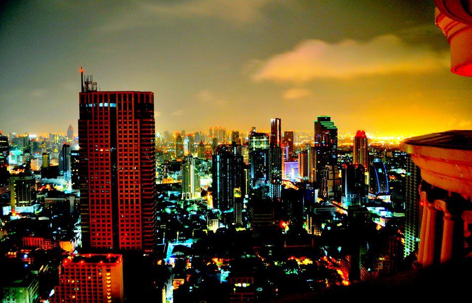 都会バンコク