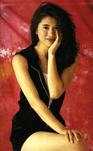 ボディコンスタイルの香港女性