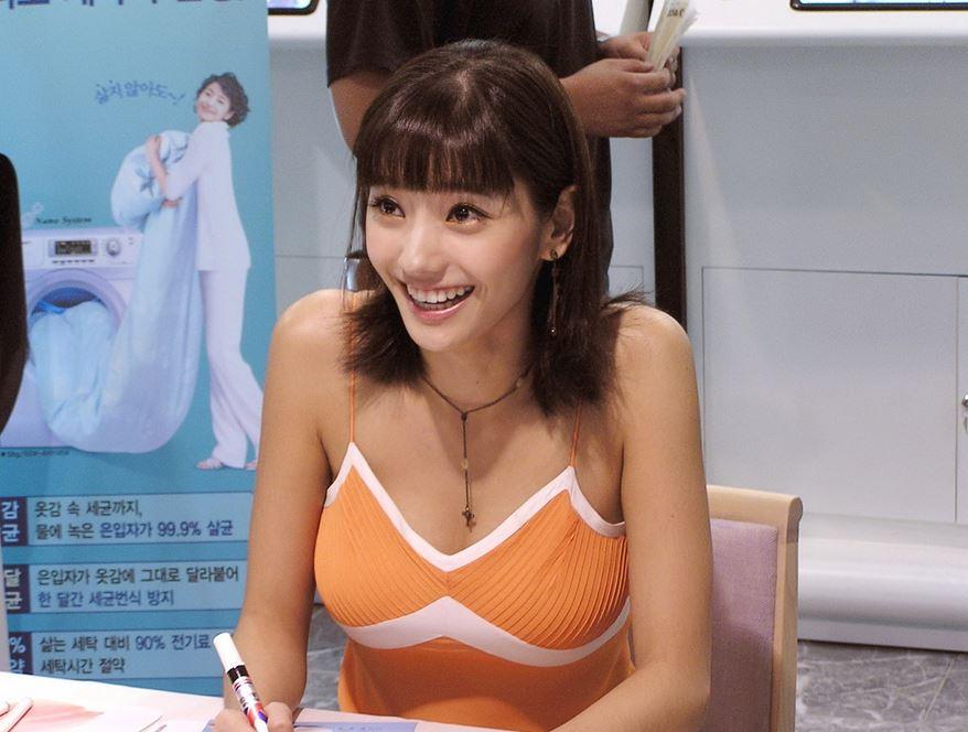 笑顔が素敵な韓国美女