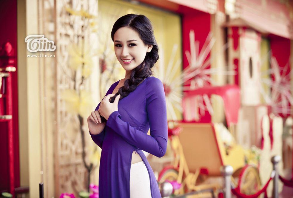 紫のアオザイ