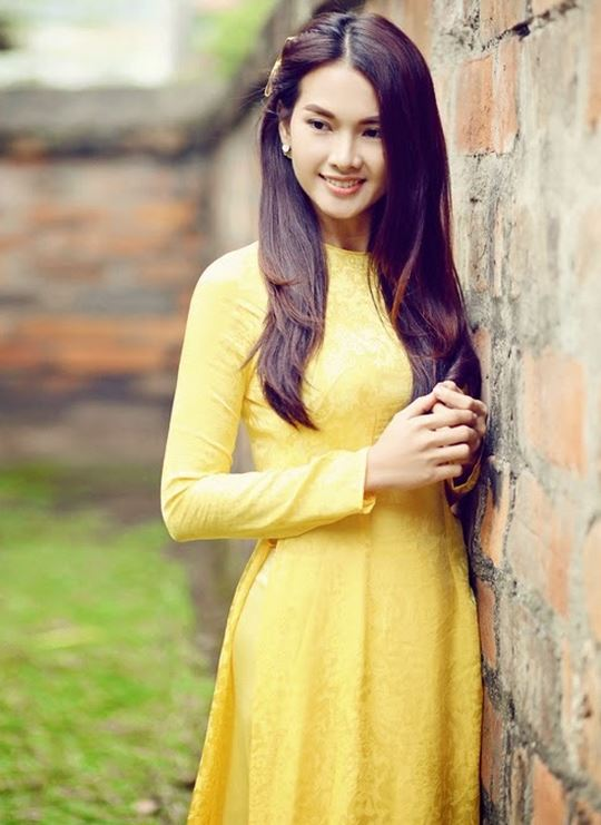 黄色いアオザイ