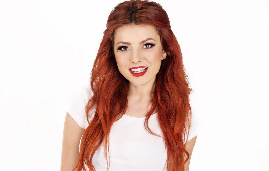 赤毛の美女