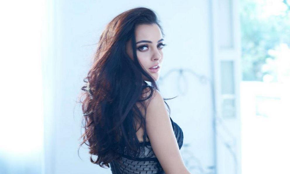 黒い髪のロシア美人
