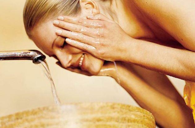 ココナッツオイル洗顔