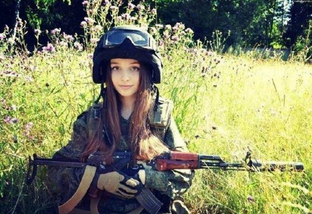 美女女性兵士