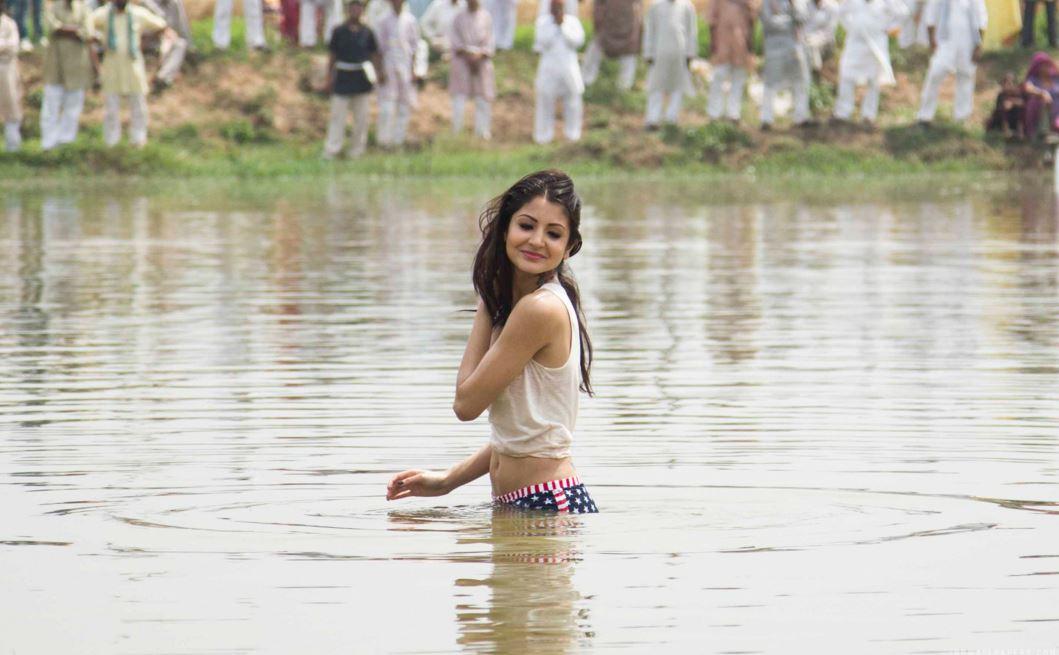ガンジス川のインド美女