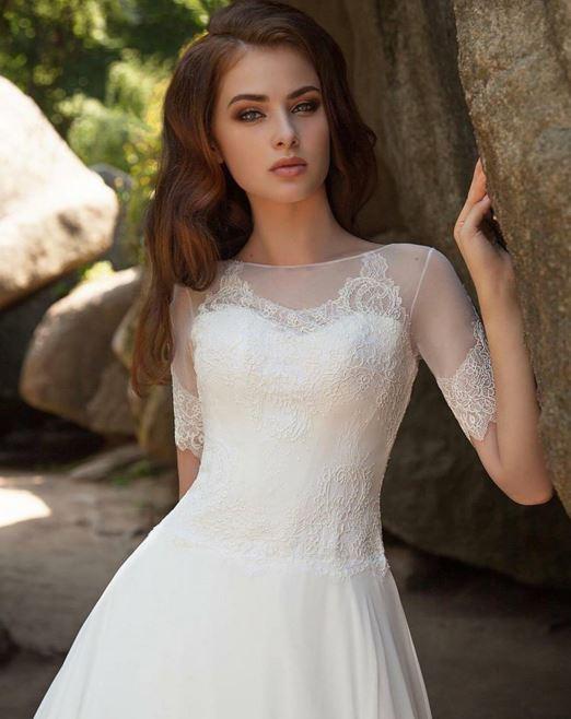 白人女性ウエディングドレス