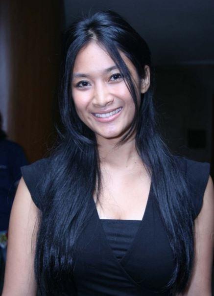 インドネシア巨乳美女