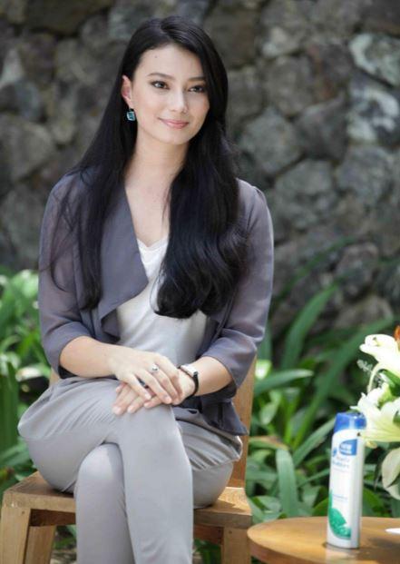 インドネシア清楚な女性