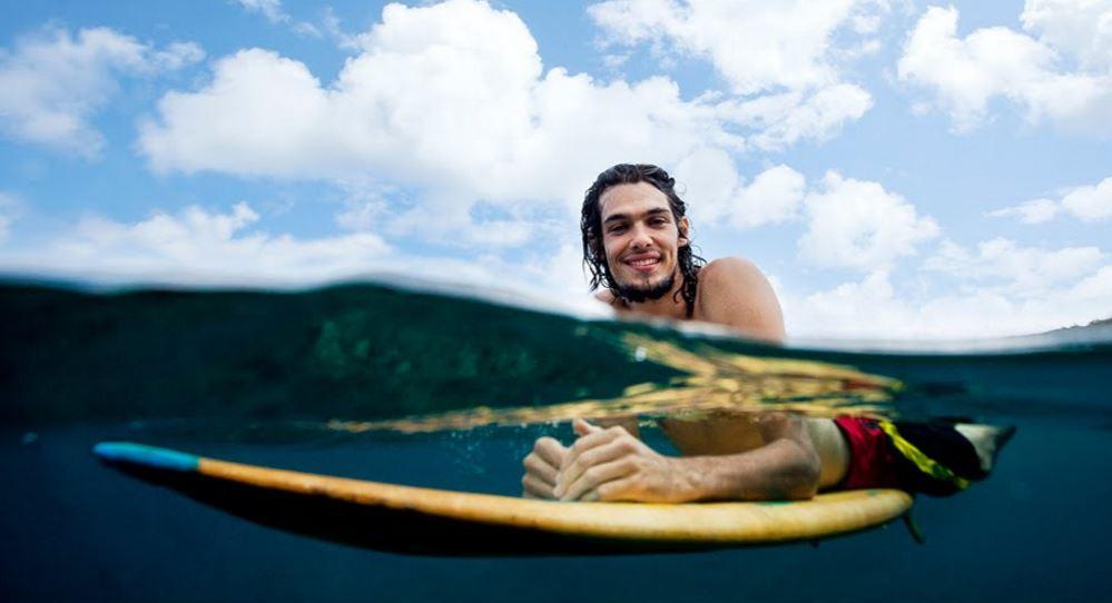 サーファーは若い