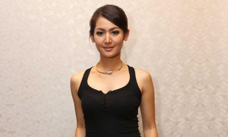 インドネシア爆乳美女