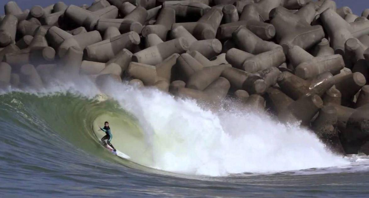 サーフィンとテトラポッド