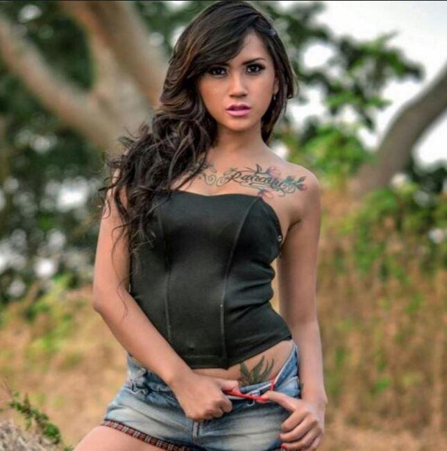 タトゥー美女モデル