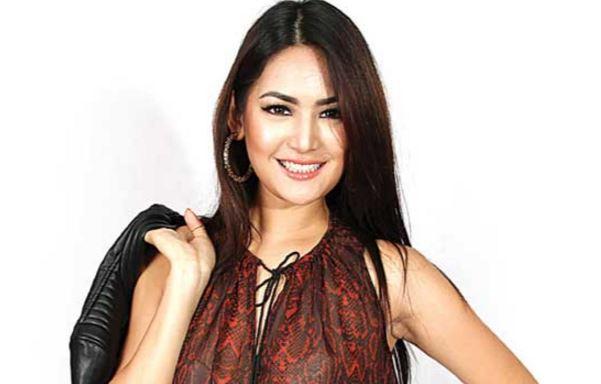 笑顔が素敵な東南アジア女性
