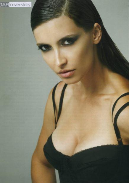 黒い髪の美女