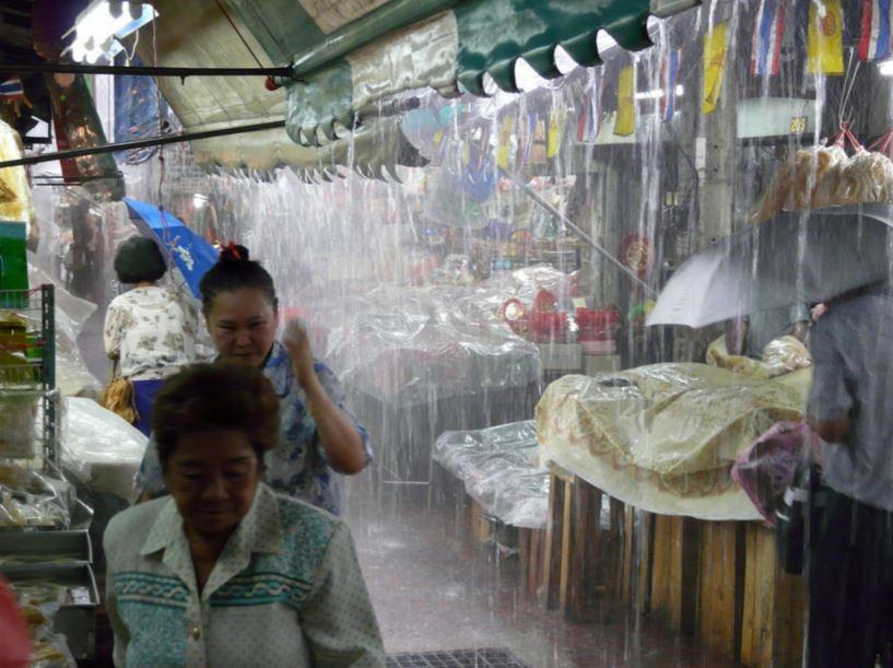 バンコク雨宿り