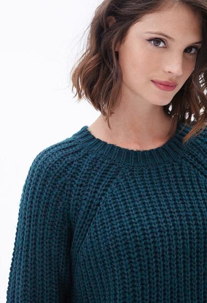 セーターの白人美女
