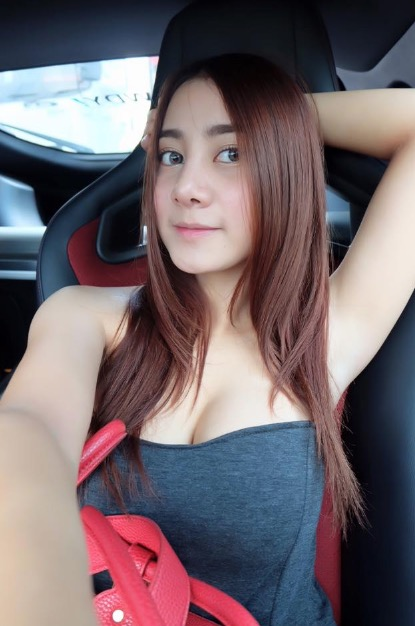 CuteWomeninCar